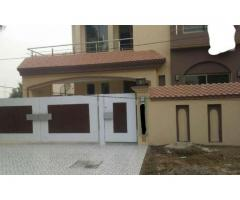 10 Marla Beautiful House In Bahria Town 4 Rooms Available For Sale in Lahore