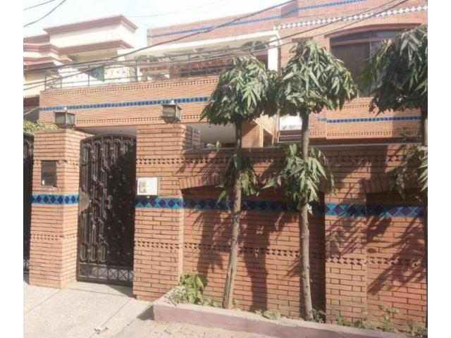 10 Marla House Lower Portion Available For Rent In Iqbal Avenue Lahore