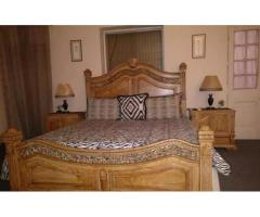 King size double bed set for sale in good amount