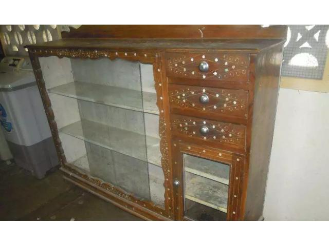 Showcase wooden FOR sale in good amount