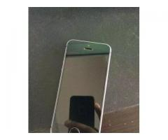 IPhone 5s with 64GB 8.5/10 condition factory unlock with charger