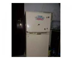 Frige small / Medium 2 door in good condition 100% original for sale