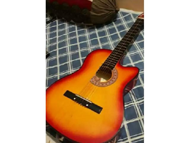 Acoustic Guitar in Excellent Condition for sale