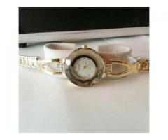 GUCCI Watch For Girls Very Stylish Golden Color For Sale Cash On Delivery